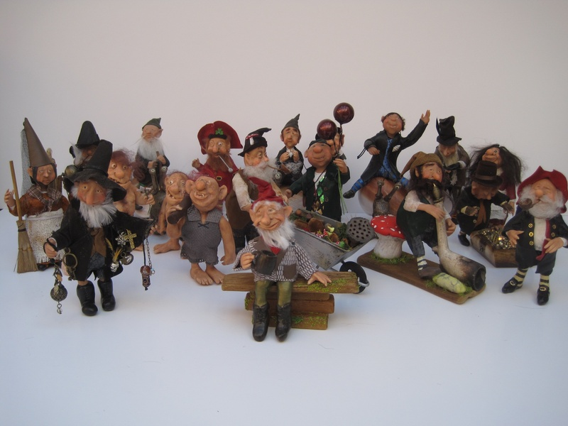 a whole lot of gnomes & characters
